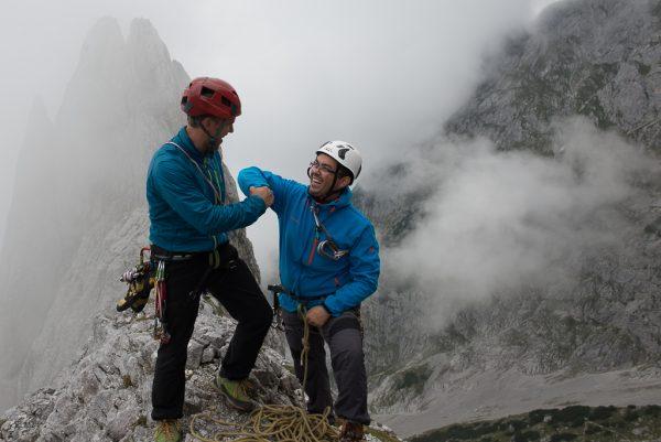 alpinklettern Spass Fistbump Gipfel