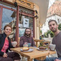 Chillen im Panjika Cafe mit Milchschaum Bärten