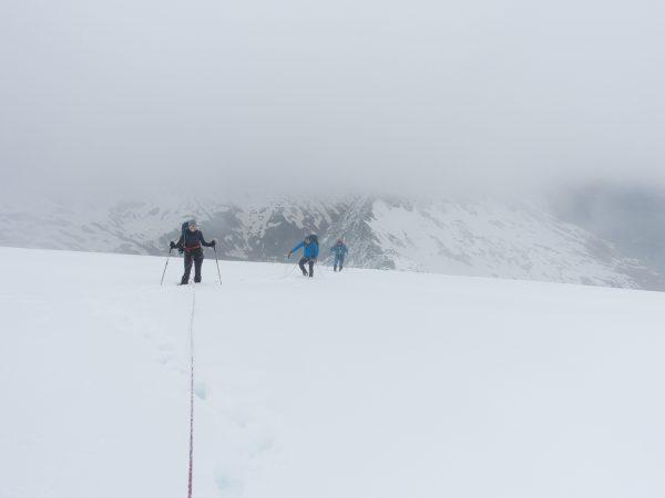 Am Gletscher bei nicht ganz optimaler Sicht.